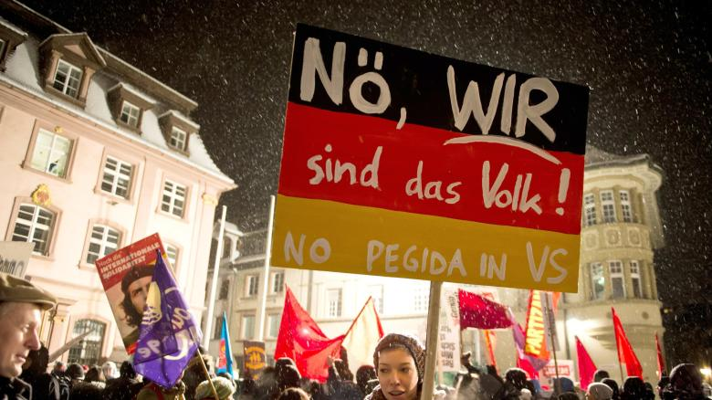 Protest-geg-Demo-Anti-Islam-Bewegung-Sbh-Gida-in-Vill-Schw-